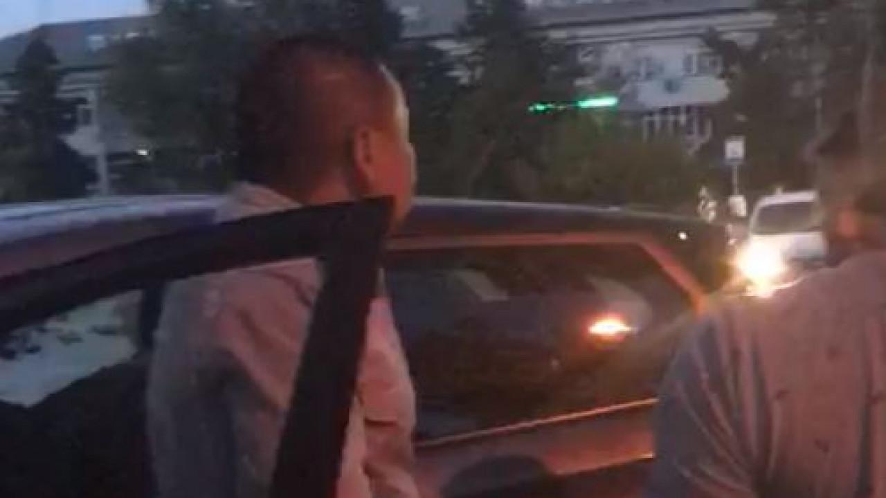 Полицейские устроили драку с ножом в Уральске