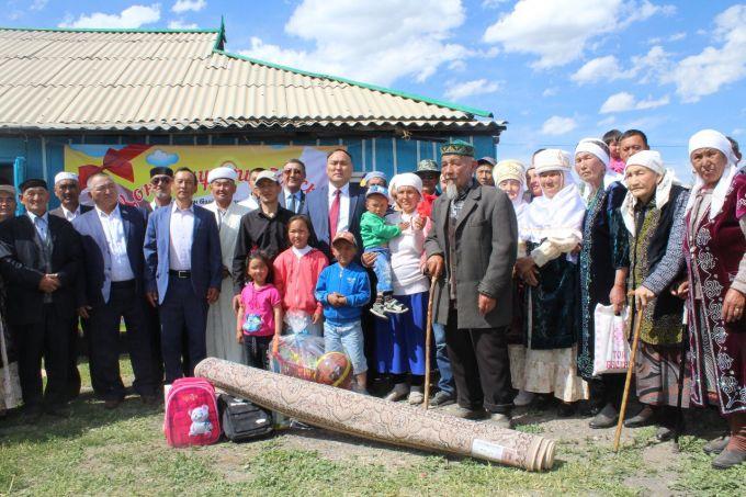 18 многодетных семей получили в подарок дома в Алматинской области
