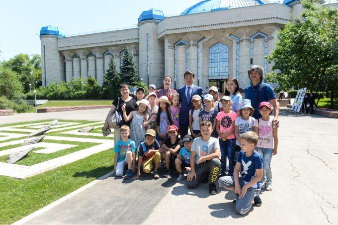 В Алматы установят памятники Шамши Калдаякову и Балуану Шолаку