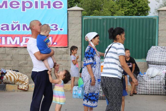 Комиссия заходит в дома вместе с жителями Арыси