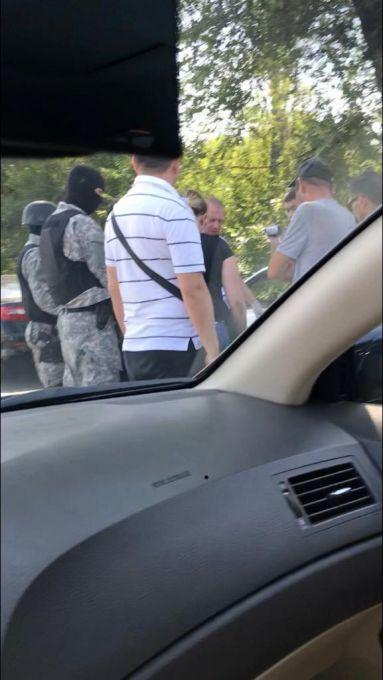 Спецоперация прошла в Алматы. Полицейские изъяли гранату, пистолет и нож