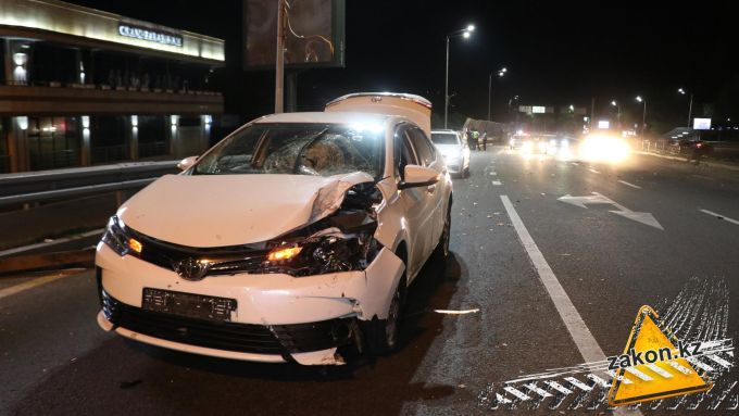 Водитель едва не погибла из-за разделителя в Алматы