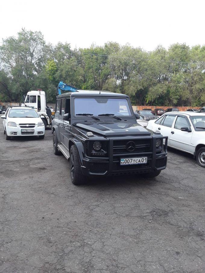 Ехал задним ходом. Водителя Gelandewagen оштрафовали в Алматы