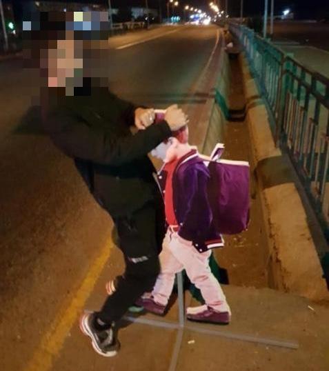 Поглумившийся над макетом школьника алматинский студент арестован на трое суток