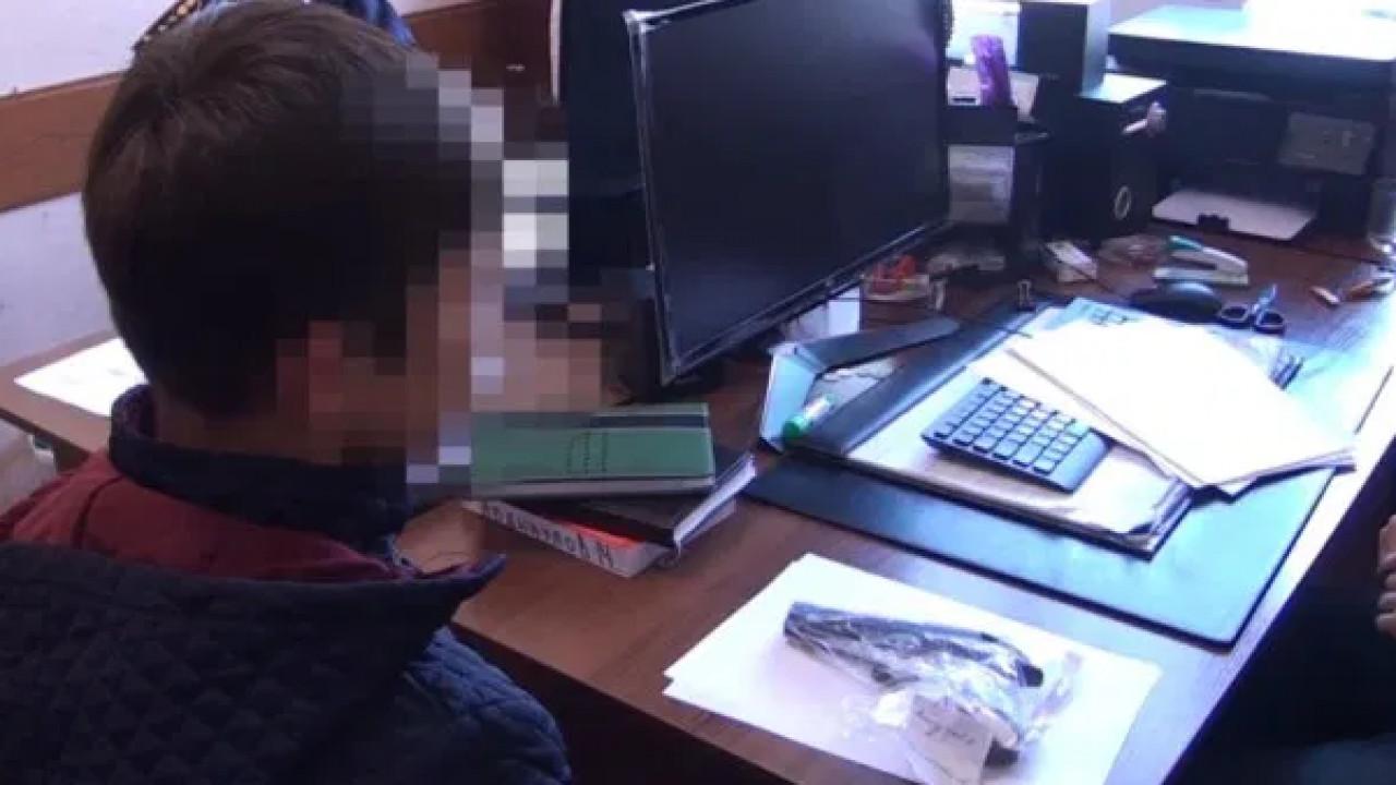В Шымкенте девятиклассник пришел в школу с пистолетом