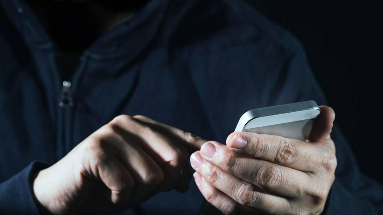 Украли смартфон и оформили кредит: казахстанцы рассказали о новых видах мошенничества