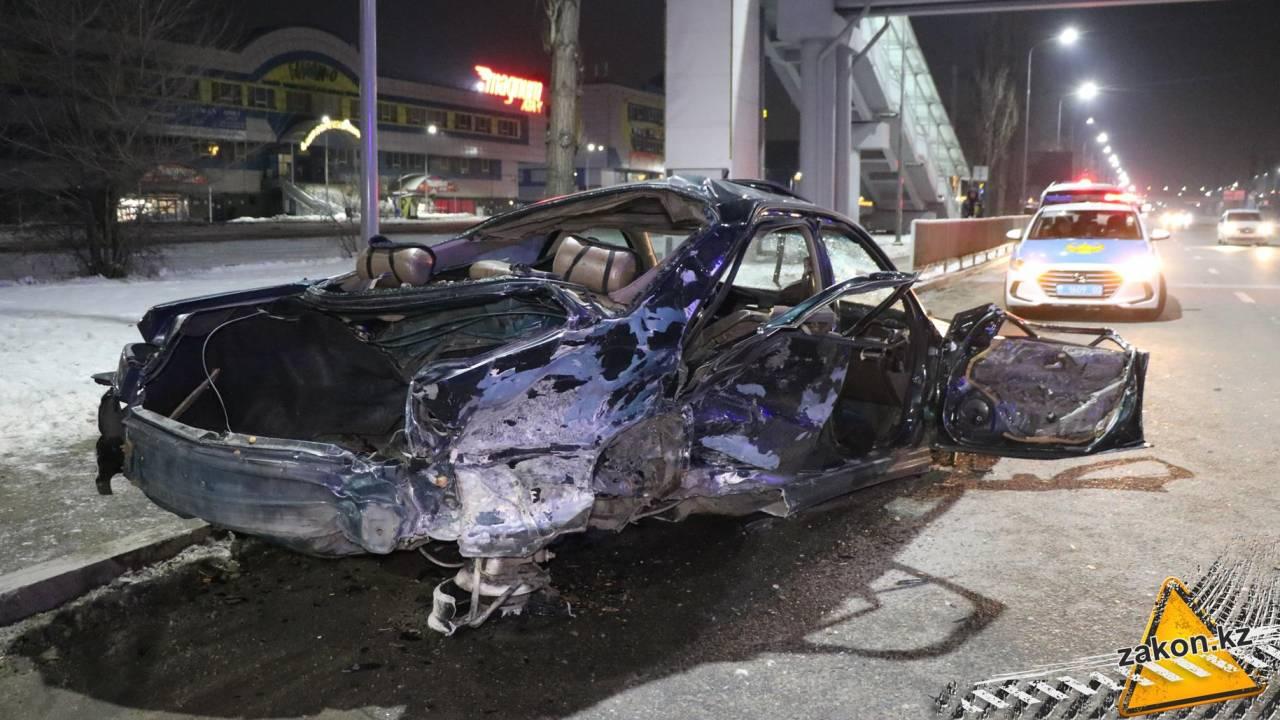 ДТП со смертельным исходом произошло возле торгового центра в Алматы