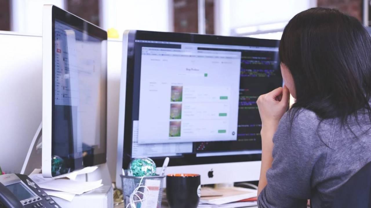 В Казахстане 80% компьютеров в малокомплектных школах требуют замены - депутат