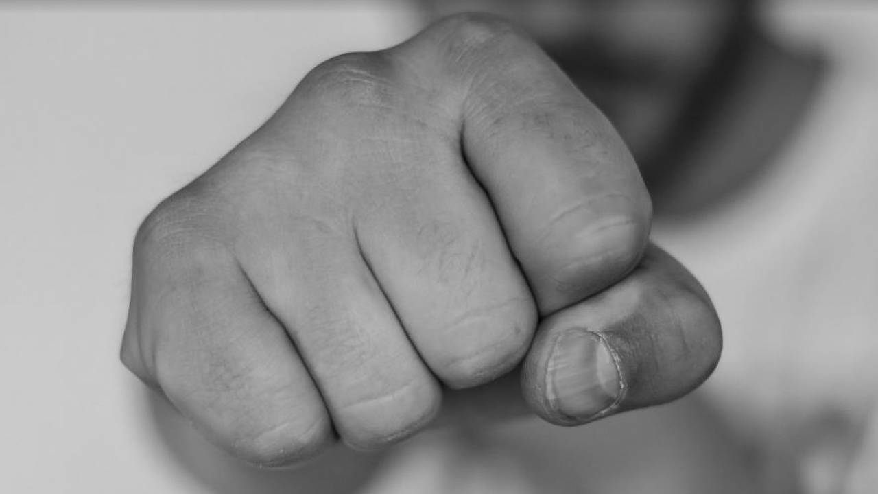 Житель Нур-Султана выбил женщине два передних зуба за отказ потанцевать