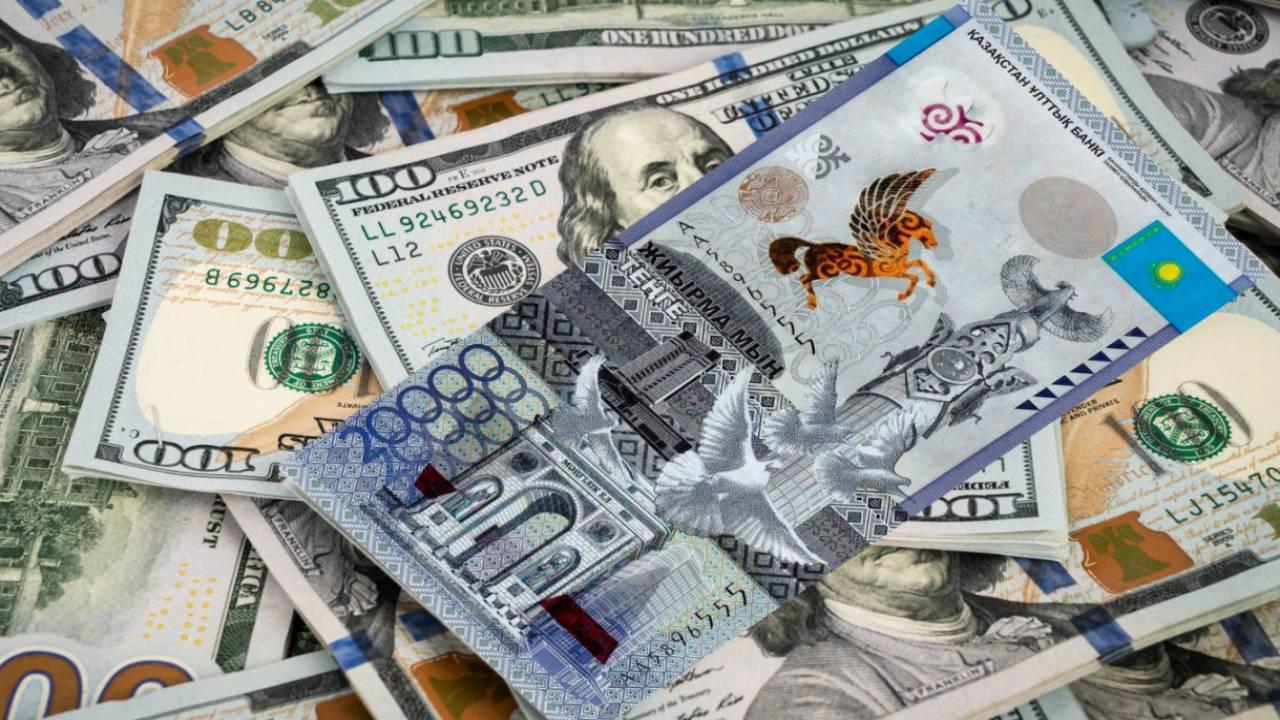 Курс доллара превысил 433 тенге