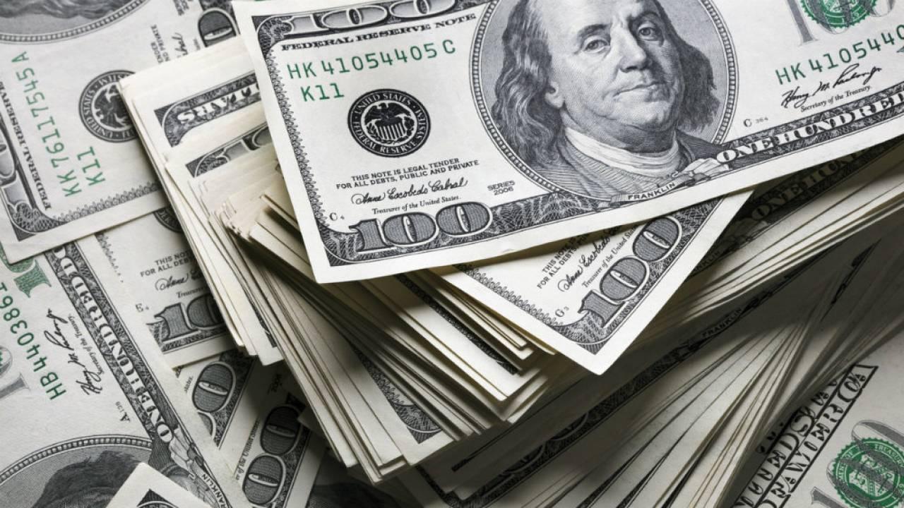 Курс доллара составил 433,32 тенге
