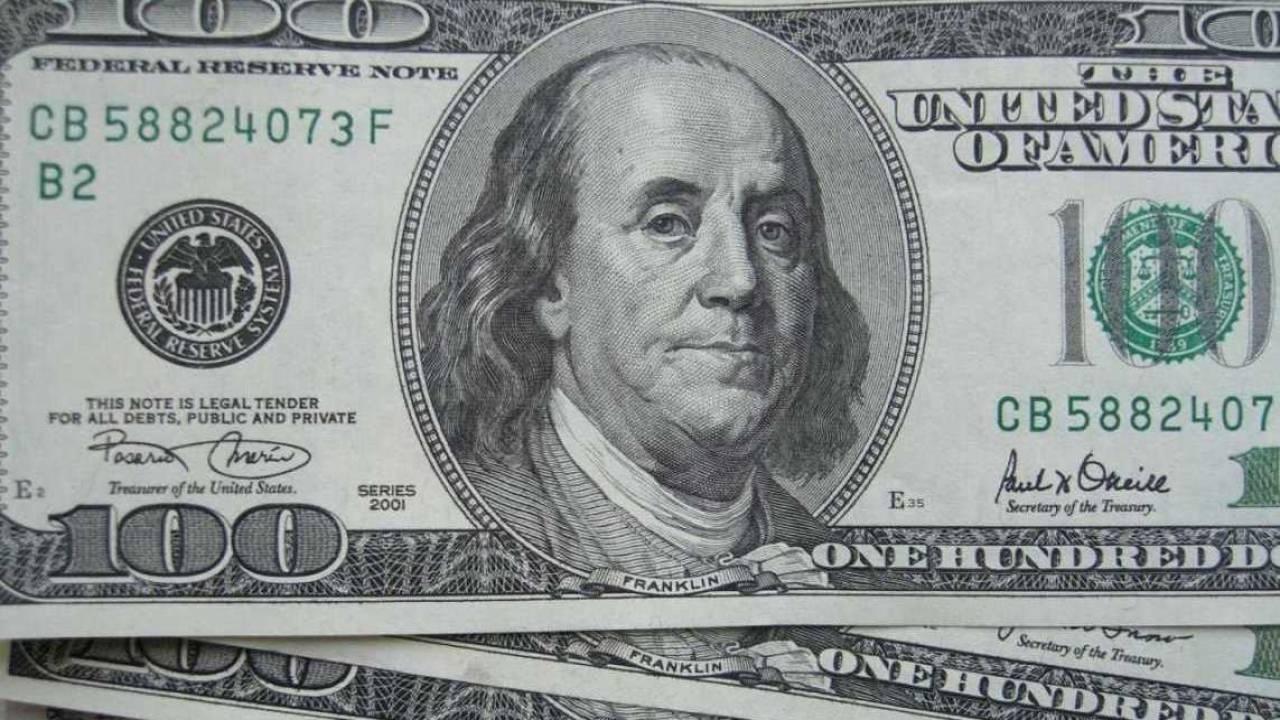 Курс доллара начал расти на торгах