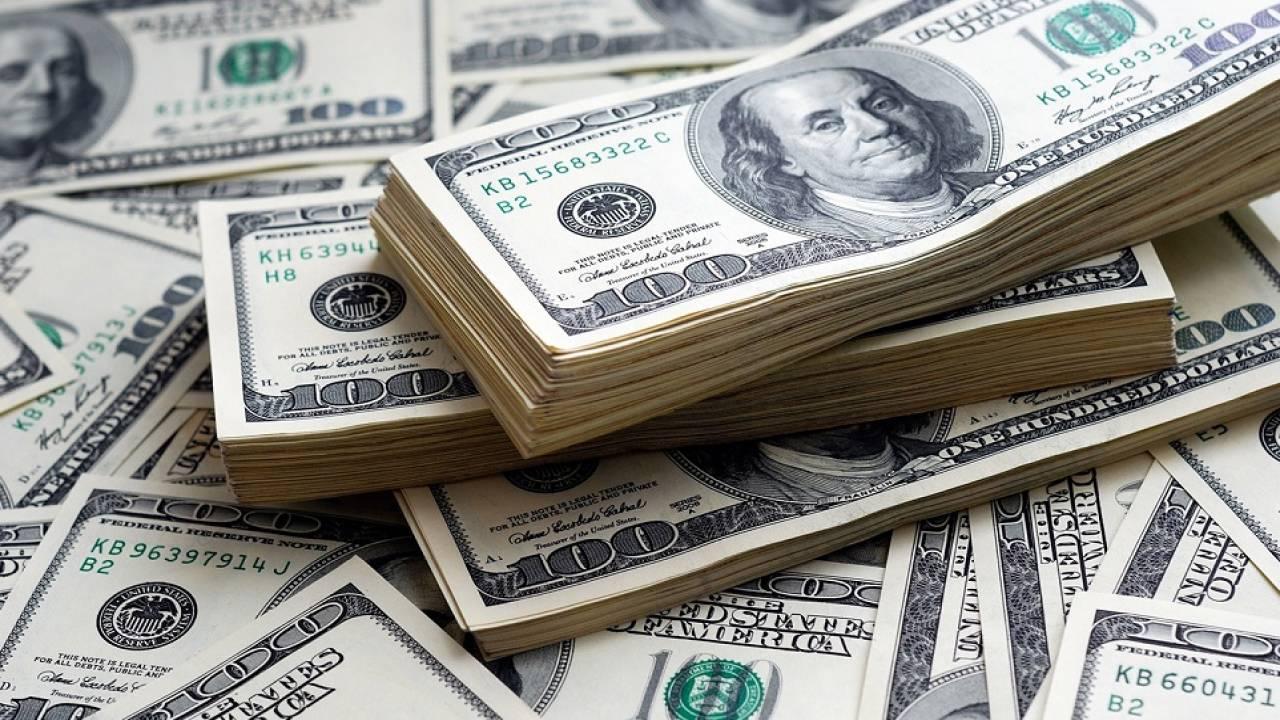 Курс доллара составил 427,14 тенге