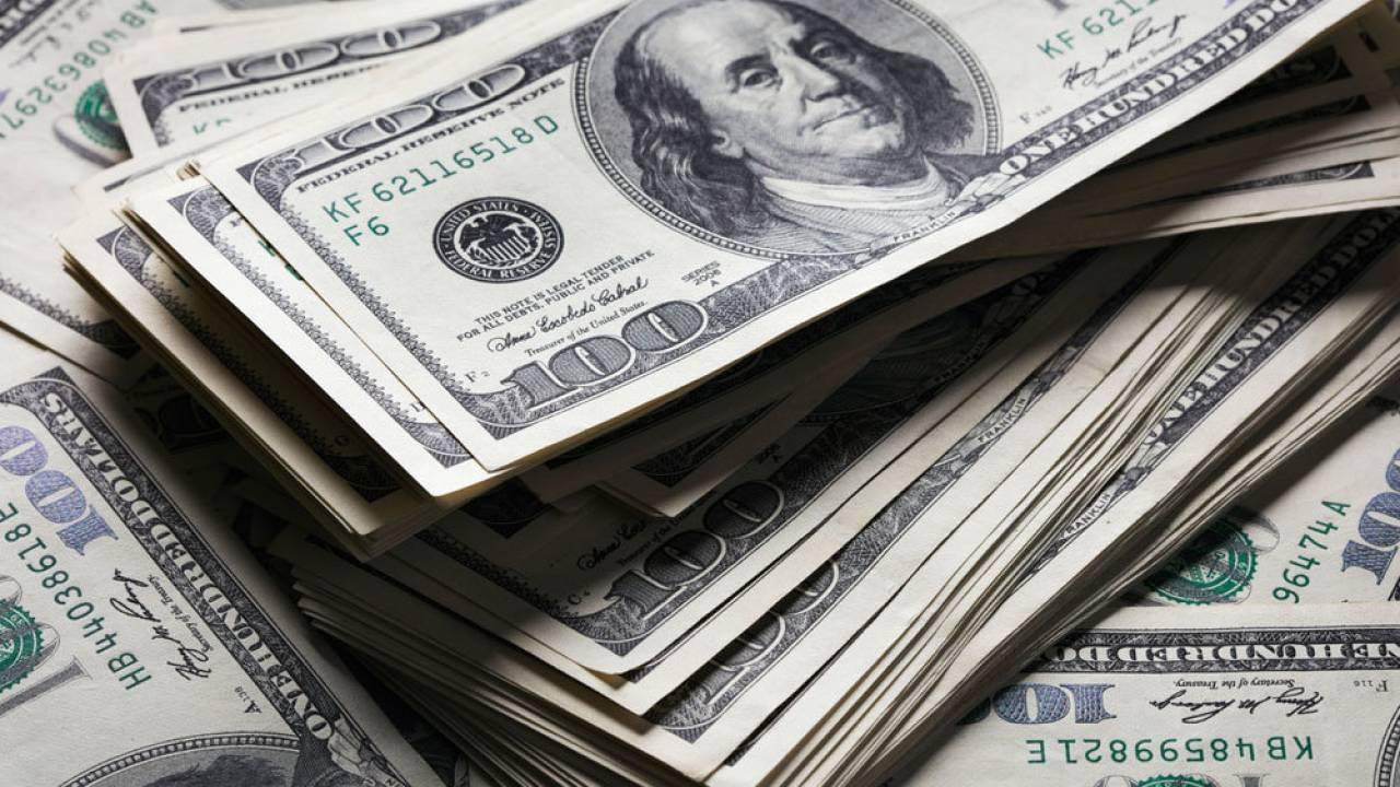 Доллар продолжает расти на торгах