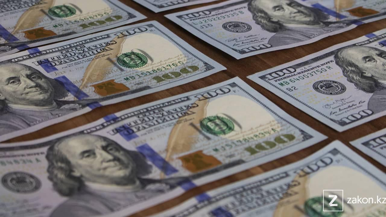 Курс доллара немного снизился на торгах