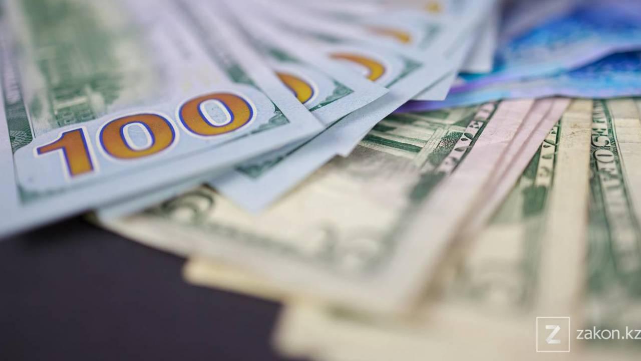 Курс доллара составил 426,66 тенге
