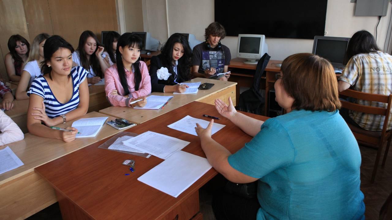 В Казахстане продлили сроки приема документов в вузы