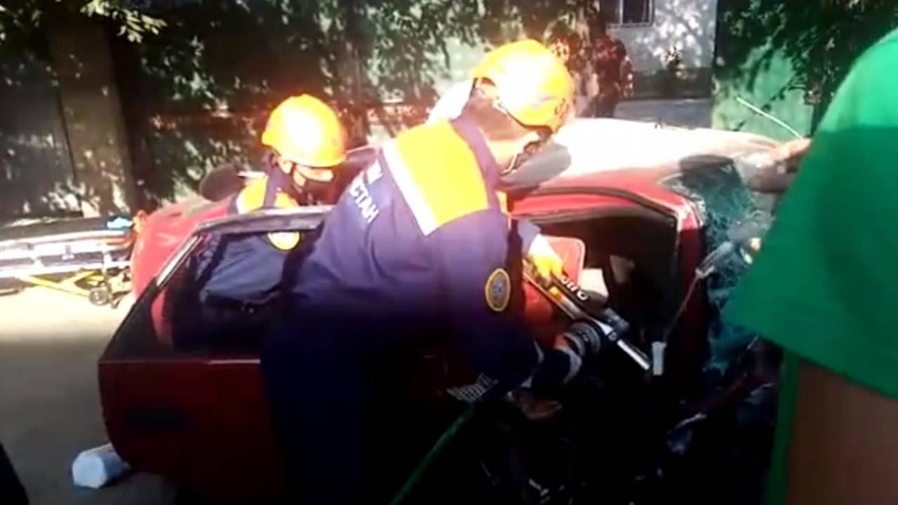 Женщину зажало в автомобиле после ДТП
