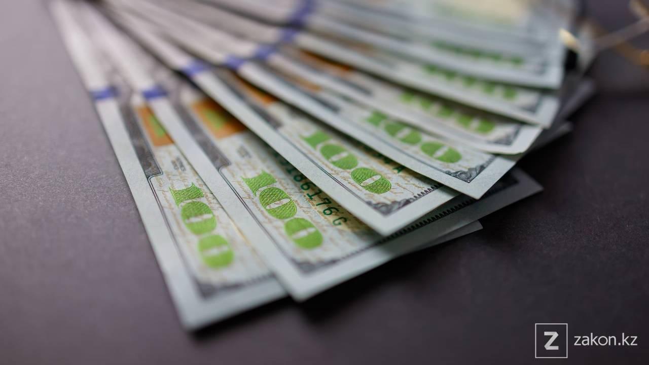 Доллар немного подешевел