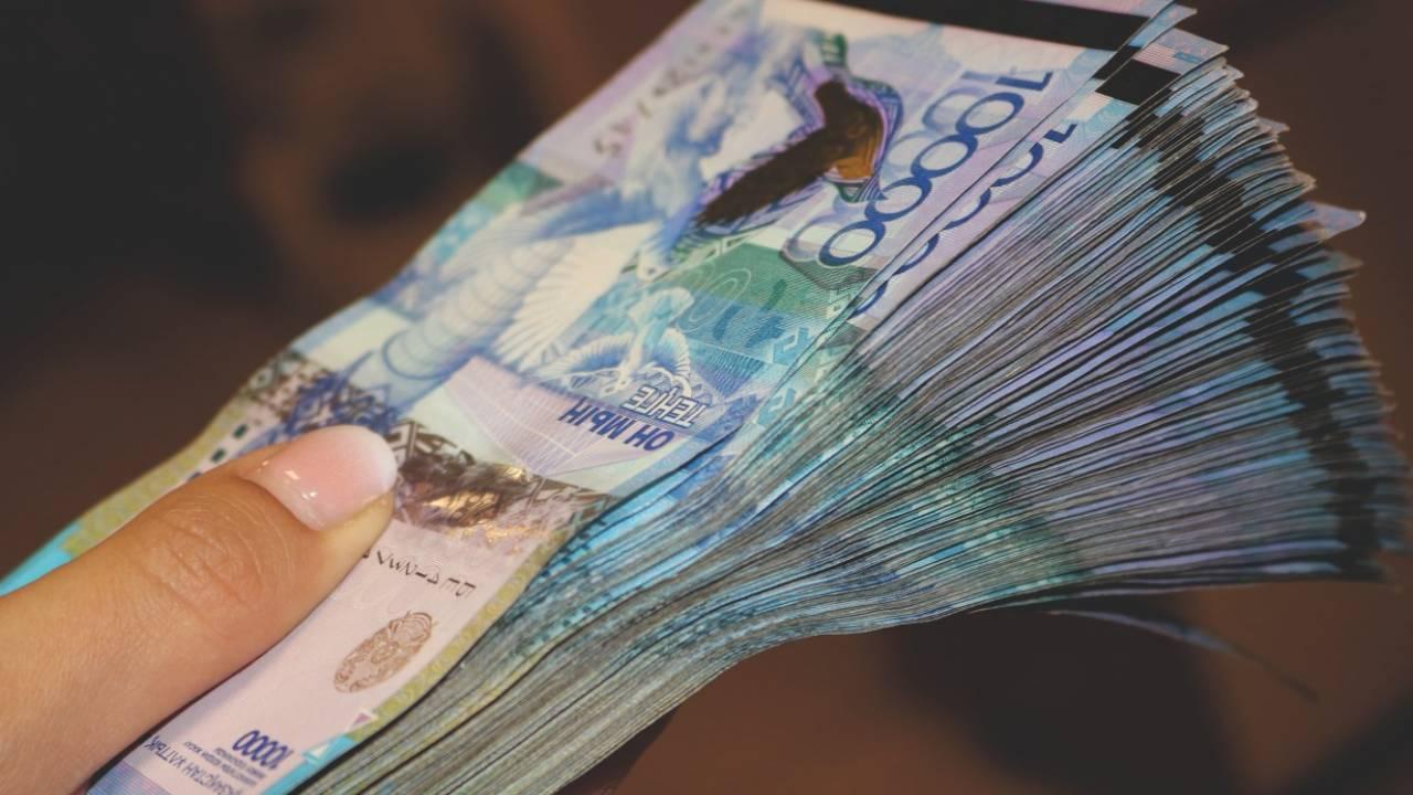 Бухгалтера осудили на 2 года за хищение 4 миллионов тенге в ВКО