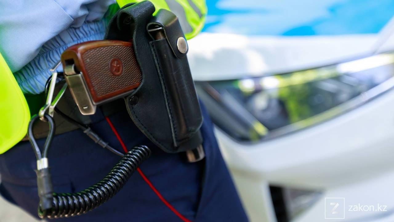 В Мангистауской области уволили полицейского за пособничество коррупционного правонарушения