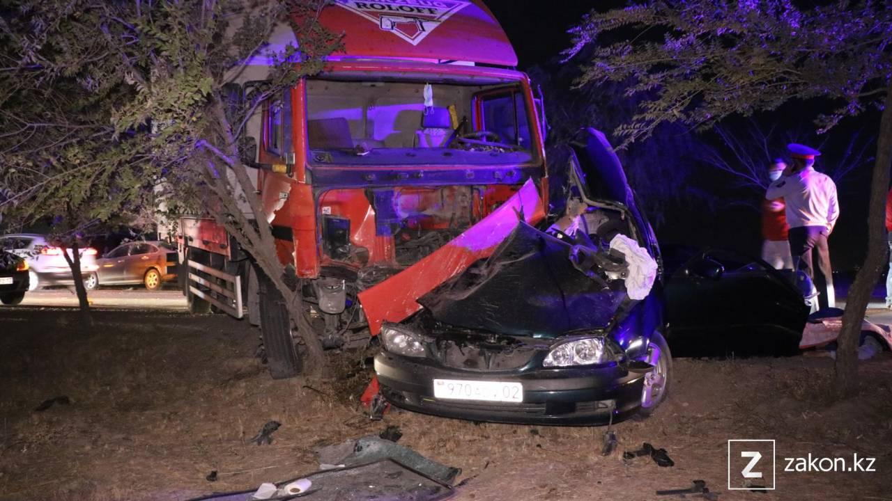 Смертельное ДТП с участием грузовика произошло в Алматы