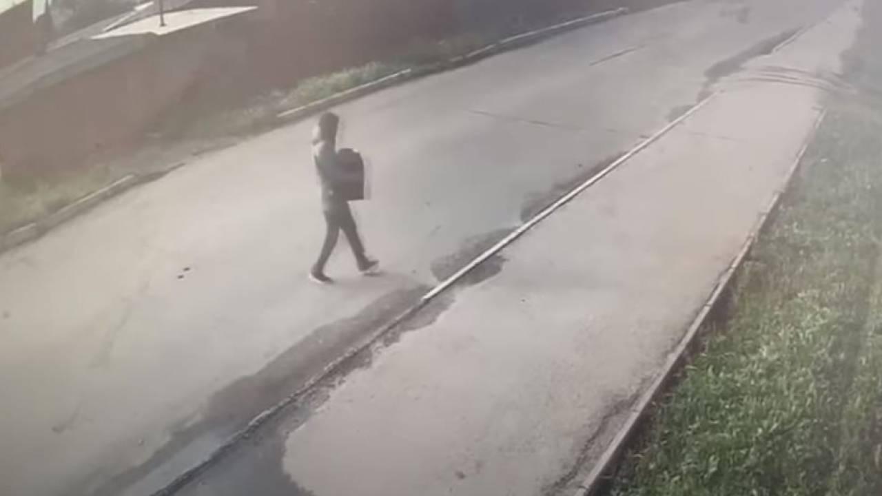Кража сейфа с 8 млн тенге попала на видео в ВКО