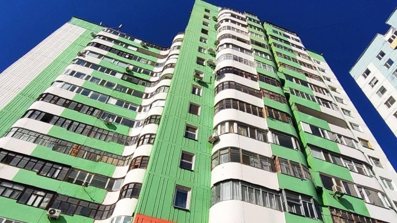Павлодарец выбросился с балкона 16-го этажа