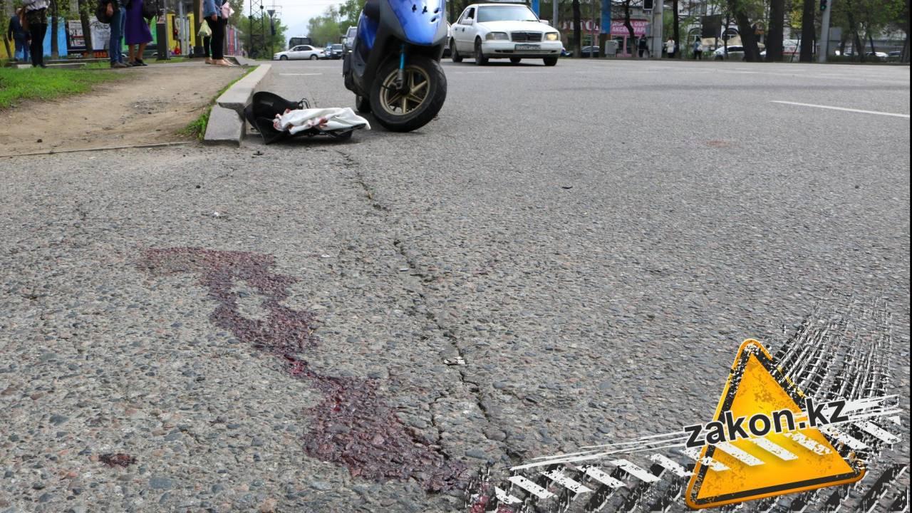 Водитель автобуса сбил мопедиста в Алматы и скрылся